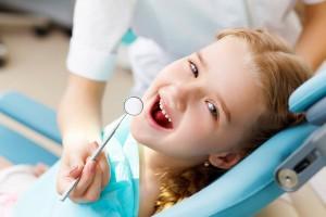 5 semne ca cel mic are nevoie de un aparat dentar